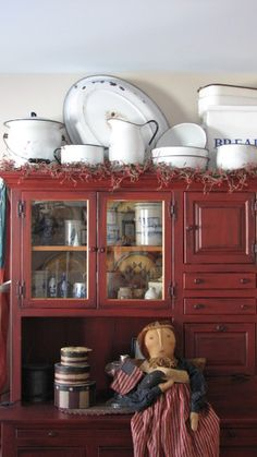 Prim Decor, Primitive Decor, Country Decor, Country Homes, Country Style, Rustic Shabby Chic, Shabby Chic Kitchen, Vintage Kitchen, Red Kitchen Cabinets