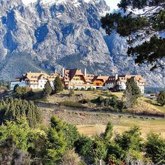 ❣DICAS DE ONDE IR NA ARGENTINA ❣ O Llao Llao Hotel & Resort, Golf - Spa é um resort 5 estrelas, de alto luxo, localizado às margens…