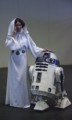 Princesse Leia  R2-D2 (Star Wars cosplay - FACTS 2010) - Photo : Gilderic
