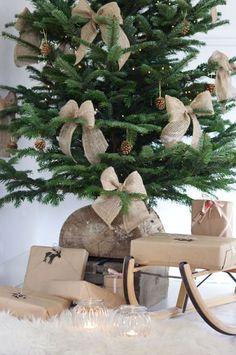 Burlap Bows on the Christmas Tree   Rustic Christmas