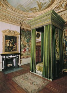 The Green Velvet Bedchamber, with bed and overmantel design by William Kent in Houghton Hall. (Palladian Bed) The home of Britain's first Prime Minister, Sir Robert Walpole. Beautiful Interiors, Beautiful Homes, Houghton Hall, Grand Homes, Regency Era, Green Rooms, Old World Charm, Town And Country, Queen