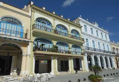 El Palacio del Conde de Cañongo en la Plaza Vieja de la Habana, actual Centro Cultural Vitrina de Valonia