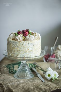 Matcha and coconut cake with meringue