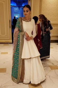 55 New Ideas for punjabi bridal wear brides pakistani dresses Pakistani Wedding Outfits, Pakistani Bridal, Pakistani Dresses, Indian Dresses, Indian Outfits, Pakistani Sharara, Pakistani Fashion Party Wear, Indian Lengha, Pakistani Clothing