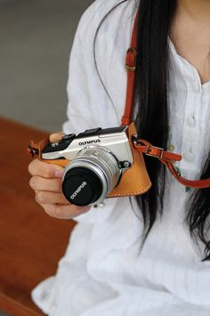 Hand Stitched Light Brown Leather Camera by ArtemisLeatherware, $102.00