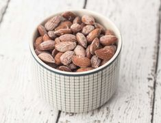 Recipe for super simple and very delicious salted almonds. They are perfect as a snack or in between to meals. Done in 40 minutes! Clean Recipes, Dog Food Recipes, Snack Recipes, Cooking Recipes, Salted Almonds Recipe, Cute Food, Good Food, Creamy Spinach Dip, Food Crush