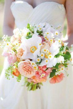 Beau bouquet de fleurs pour les mariées!