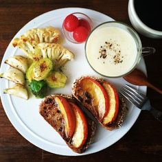 .@keiyamazaki | Today's breakfast. Naganegi onion soup. 長ねぎのポタージュ | Webstagram Breakfast Soup, Breakfast Recipes, Fruit Recipes, Cooking Recipes, Healthy Recipes, B12 Foods, Skinny Recipes, Food Dishes, Bakery