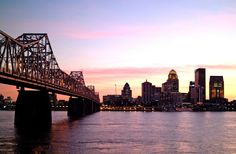 Louisville, Kentucky. Bridge over the Ohio River that separates Kentucky from Indiana.