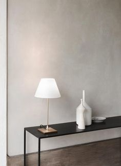 Aesence | Minimal Interior Styling | Beautiful Table Lamp Designed by Paolo Rizzatto | Simplicity & Minimalism