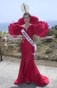 Miss Puerto Rico Universe 2000, Zoraida Fonalledas. Traje alusivo a la Flor de Maga. #MissUniverse #NationalCostume #ZoraidaFonalledas #MissPuertoRico #MissUniverse2000