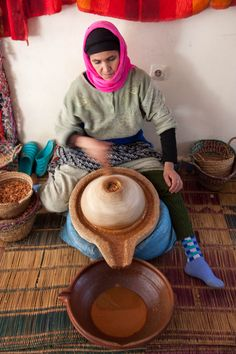 Argan oil is an amazing beauty and health product for the whole body. Discover why it's also called Liquid Gold. Distilling Equipment, Argan Oil Hair, Acrylic Paint Set, Old Advertisements, Natural Building, Liquid Gold, Oil Uses, People Of The World, Traditional Kitchen