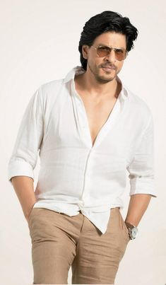 Embedded image permalink-HQ picture of Shah Rukh Khan from his latest Mahagun Moderne Ad.