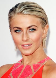 Julianne Hough http://en.louloumagazine.com/beauty/hairstyles/hairstyle-trends-short-hair/ / http://fr.louloumagazine.com/beaute/cheveux/coiffures-tendance-cheveux-courts/