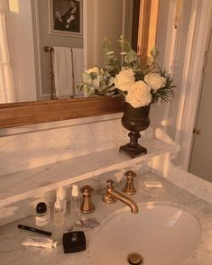 home entrance decoration Cream Aesthetic, Classy Aesthetic, Brown Aesthetic, Aesthetic Photo, Photography Aesthetic, City Aesthetic, Dream Home Design, House Design, Bed Design