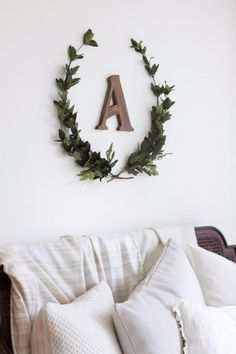 Best Country Crafts For The Home - DIY Laurel Wreath - Cool and Easy DIY Craft Projects for Home Decor, Dollar Store Gifts, Furniture and Kitchen Accessories - Creative Wall Art Ideas, Rustic and Farmhouse Looks, Shabby Chic and Vintage Decor To Make and Sell http://diyjoy.com/country-crafts-for-the-home