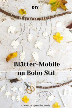 Dieses herbstliche Mobile mit kleinen Blättern aus Modeliermasse ist eine wundervolle Dekoration im Boho Stil für die Herbst- und Winterzeit. Die komplette Anleitung findest du auf meinem Blog www.mrsgreenhouse.de #mobile #boho #herbstdeko #fimo