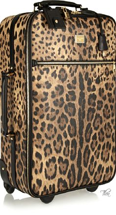 Dolce & Gabbana leopard-print travel trolley - for the luxe traveler! Leopard Fashion, Animal Print Fashion, Leopard Outfits, Dolce & Gabbana, Cheetah Print, Leopard Prints, Animal Prints, Motif Leopard, Style Feminin