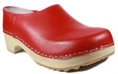 Klassisch und einfach schön. Holzclogs in Rot sind ein muss für jede Dame ob Groß, Klein, Jung oder Alt. Diesen Schuh Klassiker möchte keine Dame in Ihrem Schuhschrank vermissen