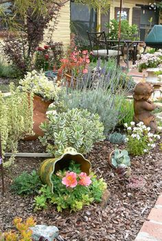AuBergewohnlich A Beautiful Water Wise Garden. I Love The Eclectic Collection Of Plants.
