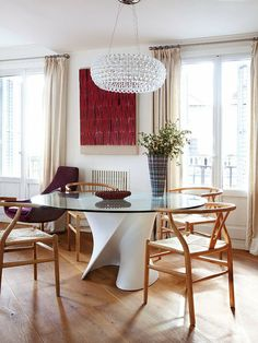 Chandelier #diningroom tables, chairs, chandeliers, pendant light, ceiling design, wallpaper, mirrors, window treatments, flooring, #interiordesign banquette dining, breakfast table, round dining table, #decorating