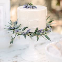 French countryside baby shower - mini cake idea