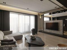 敲掉房間隔牆,改以造型屏風來打造電視牆,讓原先略嫌窄矮的客廳也能擁有開闊、舒適的視野。