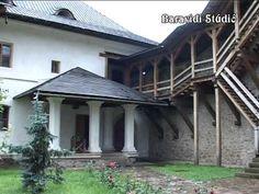MOLDVAI KOLOSTOROK Cabin, House Styles, Outdoor Decor, Plants, Home Decor, Decoration Home, Room Decor, Cabins, Cottage