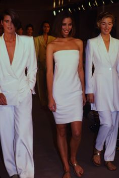 Christy Turlington / Calvin Klein Runway Show F/W 90s Fashion, Runway Fashion, Fashion Models, Retro Outfits, Vintage Outfits, Original Supermodels, White Strapless Dress, 90s Models, Fashion Photography Inspiration