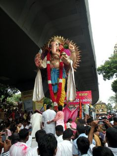 Devotees surround a large idol of Lord Ganesh from a Matunga mandal. Pic/Ajit Sawant #indipin
