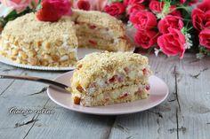Torta mimosa con fragole e ananas