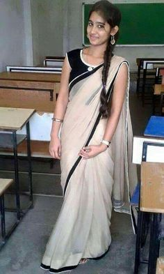 Desi Bhabhi and Desi Wives Hot Pics: February 2018 Beautiful Women Over 40, Beautiful Girl Photo, Beautiful Girl Indian, Indian Beauty Saree, Indian Sarees, Kerala Saree, Girl Number For Friendship, Indian Girls Images, Indian Pics