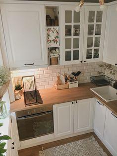 Kitchen style and kitchen idea for several of one's dream kitchen needs. Modern kitchen ideas at its finest. Home Decor Kitchen, Interior Design Kitchen, Kitchen Furniture, New Kitchen, Home Kitchens, Kitchen Mats, Eclectic Kitchen, Eclectic Decor, Room Kitchen