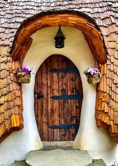 The door to a magical place. Cool Doors, Unique Doors, The Doors, Windows And Doors, Entrance Doors, Doorway, Grand Entrance, Architecture Design, Door Gate