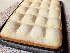 Hozzávalók 24 x 37 cm-es tepsihez A tésztához 50 dkg liszt 20 dkg porcukor 25 dkg vaj 2 tojás csipet só 1 csomag (1...