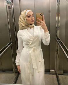 3,334 curtidas, 92 comentários - 𝔙𝔦𝔭𝔞𝔯𝔱 🧔🏻❌ (@vipart__) no Instagram Modest Fashion Hijab, Hijab Chic, Muslim Fashion, Modest Outfits, Dress Outfits, Fashion Outfits, Dresses, Hijab Wear, Hijab Outfit