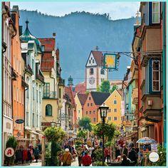 Village de rêve en Europe : voici 10 villages de contes de fées à découvrir Fussen Germany, Peru, Travel Destinations, Beautiful Places, Places To Visit, Street View, The Incredibles, World, Voici