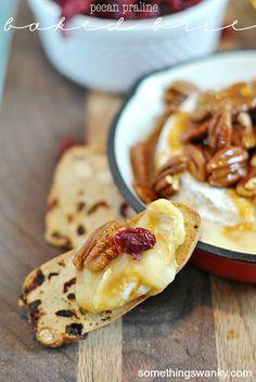 Pecan Praline Baked Brie #appetizer
