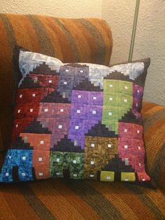 Cute Quilts, Small Quilts, Mini Quilts, Log Cabin Patchwork, Log Cabin Quilts, Log Cabins, House Quilt Patterns, Patchwork Patterns, Sewing Pillows