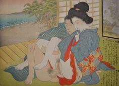 Erotische houtsnede shunga by Terazaki Kogyo (1866-1919) - Japan - ca. 1899  Erotische shunga van Terazaki Kogyo (1866-1919) een grootmeester in het gebied van erotische shunga uit de Meiji tijd. De vouw en de man hebben seks in de woonkamer met een mooie uitzicht op de zee.Afmetingen : 245 cm X 18 cm . conditie: goed mooie kleuren en details fraaie afwerking van de kimonos de bloemscherm de uitzicht op de zee  wat lichte vervuiling lichte vlekken op backingAfkomst: Japan ca. 1899 late Meiji…