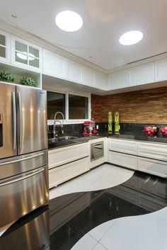 Busca imágenes de diseños de Cocinas de estilo moderno en translation missing: mx.color.cocinas.acabado-en-madera de Arquiteto Aquiles Nícolas Kílaris. Encuentra las mejores fotos para inspirarte y crea tu hogar perfecto.