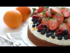 Deze sinaasappel yoghurt cake is erg simpel om te maken en smaakt zo ontzettend lekker! Dus ik zou zeggen, wikkel je keukenshort snel om je heen en ga vandaag nog aan de slag met dit lekkere cake r…