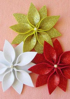 In this DIY tutorial, we will show you how to make Christmas decorations for your home. The video consists of 23 Christmas craft ideas. Disney Christmas Ornaments, Burlap Christmas, Easy Christmas Crafts, Felt Christmas, Simple Christmas, Christmas Tree Decorations, Christmas Wreaths, Advent Wreaths, Christmas Tables
