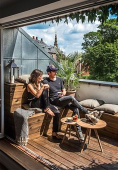 Rooftop terrace like a small oase with home-built benches and plenty of room for quality time.