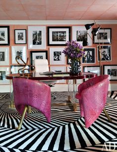 Bold pattern rug adds drama - Getting Graphic With Your Interiors