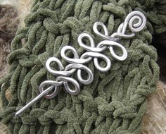 Celtic Braid Shawl Pin Aluminum Hair Pin Scarf Pin Sweater Fastener Barrette Hair Slide Women Gifts for Knitters Long Hair Accessories Wire Crafts, Jewelry Crafts, Hair Jewelry, Metal Jewelry, Jewlery, Celtic Braid, Celtic Knots, Bijoux Fil Aluminium, Hair Slide
