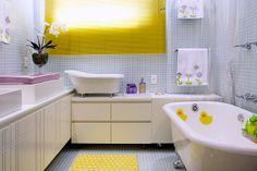 A percepção deste projeto faz toda diferença com as duas banheiras à vitoriana. A menor para os primeiros banhos de vida e a maior onde mamãe e bebe podem desfrutar de um delicioso banho.