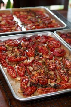 Roasted Tomato Passata—with food mill, no special passata machine required. Roasted Tomato Pasta, Oven Roasted Tomatoes, Roasted Garlic, Roasting Tomatoes For Sauce, Fresh Tomato Pasta Sauce, Freezing Tomatoes, Growing Tomatoes, Homemade Tomato Sauce, Homemade Salsa