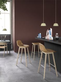 Scandinavian interior inspiration from Muuto: With an expression that is both comfortable and harmonious, the Fiber Bar Stool is a design with an unobtrusive yet distinct identity. Dining Room Inspiration, Interior Inspiration, Berlin Design, Muuto, White Canopy, Design Bestseller, Counter Bar Stools, Scandinavian Design, Layout Design