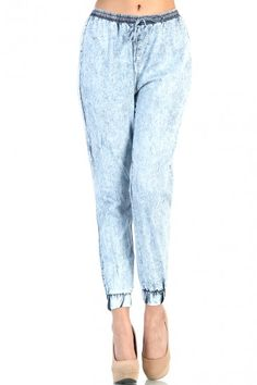 P-denim pants m- it needs to have pockets I- how it not only coloured but they are in denim